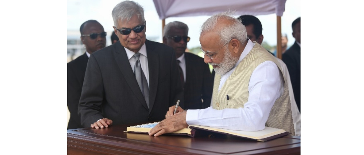 Hon'ble Prime Minister of India, Shri Narendra Modi,  signing the Special Visitors' Book in the presence of Hon'ble Prime Minister of Sri Lanka, Mr. Ranil Wickremesinghe upon his arrival